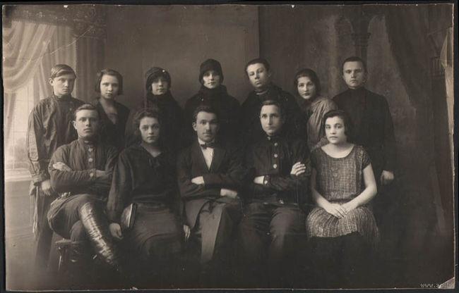 Семейная фотография, конец 19го - начало 2 го века